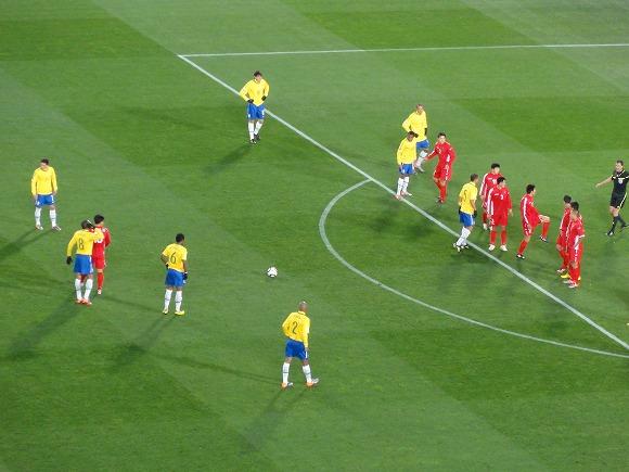 【W杯】「北朝鮮No.9の選手は一体誰だっ!?」ブラジル人サポーターが注目