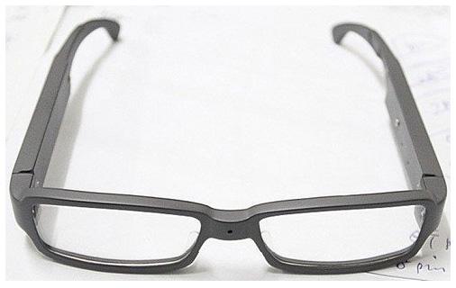 やっと普通の形をした隠しカメラ付きメガネが登場