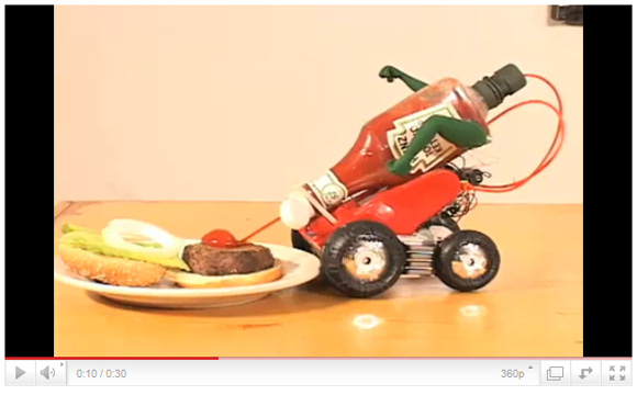 気合一発! 食品に突進しケチャップを放つロボット「Heinz Automato(ハインツ・オートマト)」