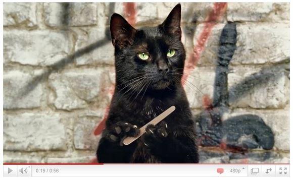 親指が猫にあったら…親指を使ってミルクを奪いに来る猫のCMが話題に