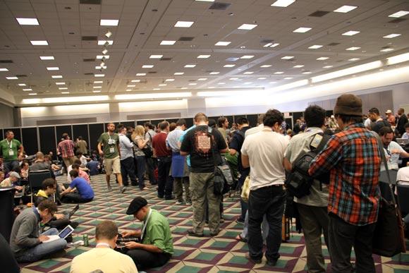 【E3現地取材】世界最大のゲームショーいよいよ開催! 会場前には戦車も待機
