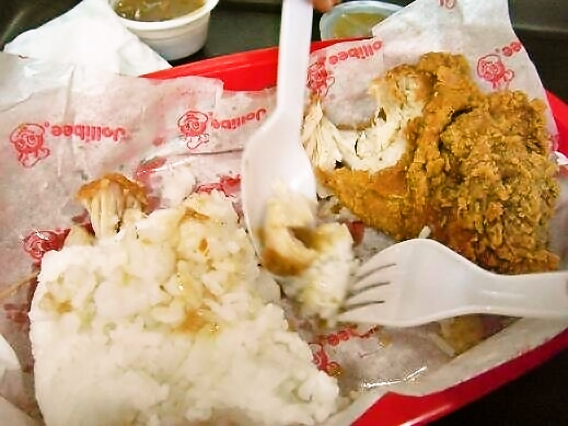 フィリピンにはマクドナルドより人気のファーストフードチェーンがあるらしい。驚愕のメニューとは?