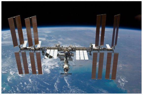 国際宇宙ステーションから、地球のライブ映像が見られるようになるぞ!