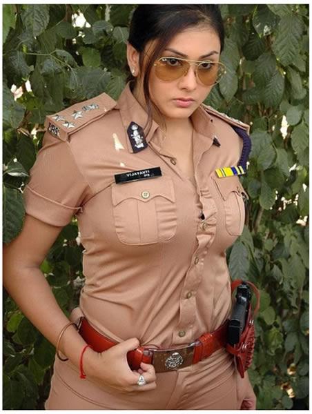 南インドの爆裂ダイナマイトセクシー女優「Namitha(ナミータ)」さんの警官コスプレがド迫力すぎてヤバい!