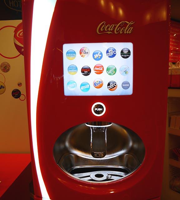 112種類もの味を楽しめるドリンクマシンに挑戦 / 8種類のコーラを全部混ぜてみた