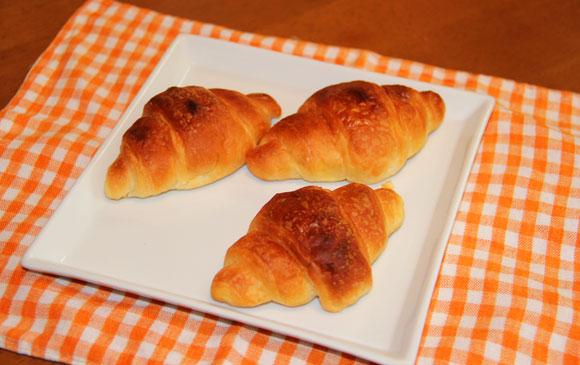 安いのにウマい菓子パン『神戸ミニクロワッサン』をオーブンで焼くとゲキウマ / まるで焼きたて手作りパンの味