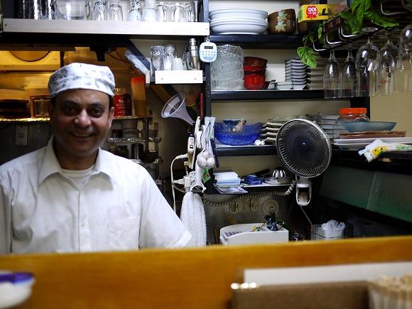 ナンを焼けないインドカレー屋が大人気! しかも見た目が「立ち食いそば屋」