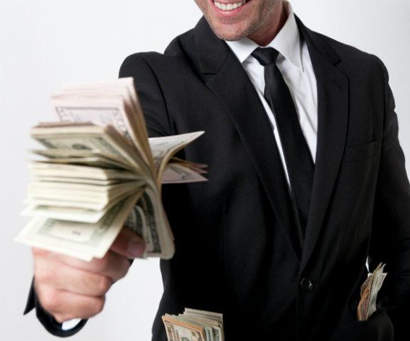 「お金は汗水垂らして稼ぐもの!」と強がっているが、実は投資で金をもうけてる人達がメチャクチャ羨ましい