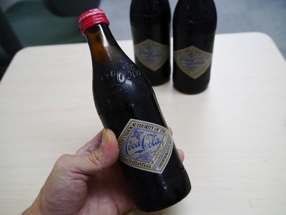 夏が終わってもコカコーラはアツイ! 125周年記念ボトルがカッコイイぞ!!