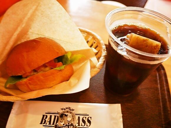 日本で本格的なハワイアンコーヒーを飲めるチェーン店『BADASS COFFEE』