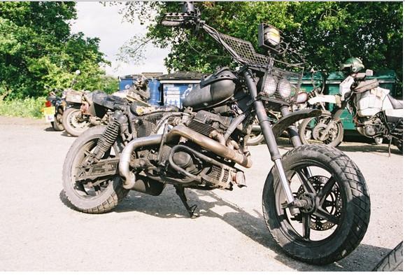 【世紀末バイク】映画『マッドマックス2』直系カスタム「サバイバルバイク」スタイルが激カッコイイ