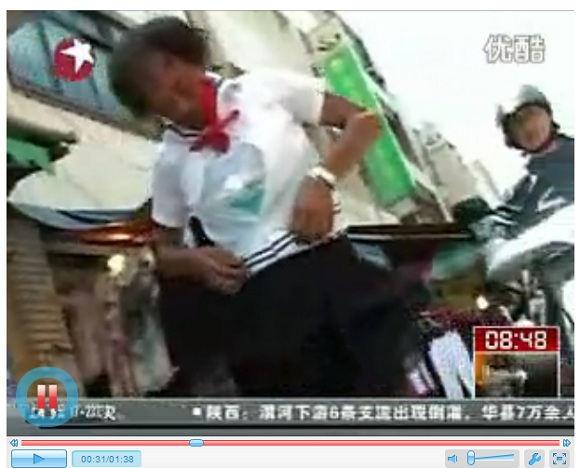 台湾で「セーラー服じいちゃん」の店が人気