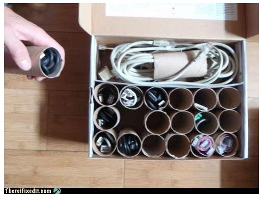 【知恵袋】ぐちゃぐちゃのケーブルをスッキリ収納する方法 / 用意するものは「トイレットペーパーの芯」だけ!