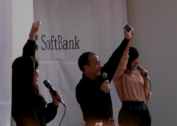 【動画あり】iPhone4S発売開始キター!! 孫社長「iPhoneはジョブズの作品」
