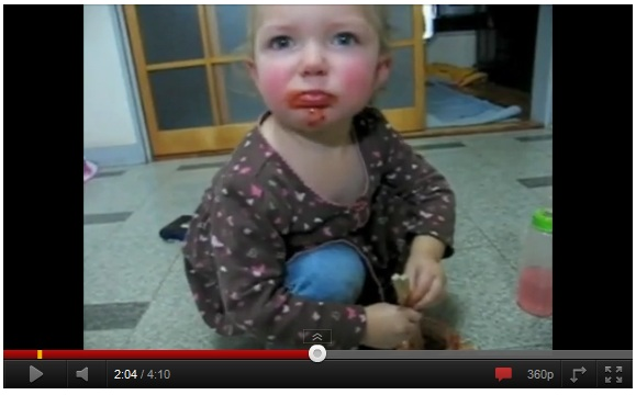 キムチ好きな米国の赤ちゃんが話題 / 韓国メディア「この赤ちゃんを広告塔にしたい!」