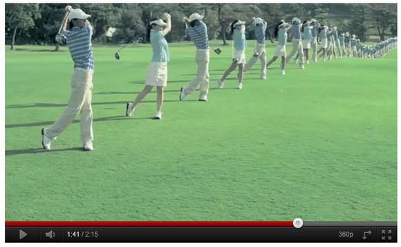 北朝鮮のマスゲームみたい!? 素人ゴルフファーの団体スウィングがシンクロ率100パーセントすぎる
