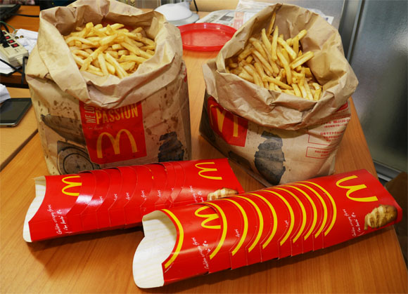 マクドナルドのポテト量が少ない件 / スタッフ「ポテトは感覚で入れてます」