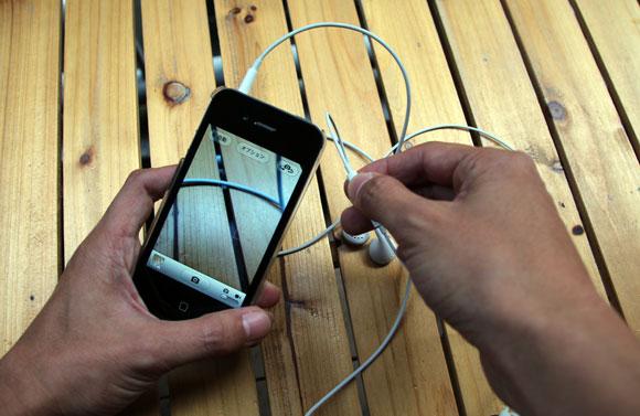 iPhoneのカメラモードではイヤホンの「+」ボタンもシャッターになるぞ