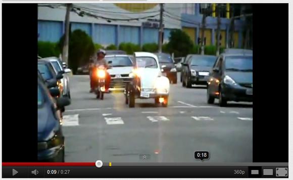う、動いてるー! タテに真っ二つにカットされた車が公道を走る動画