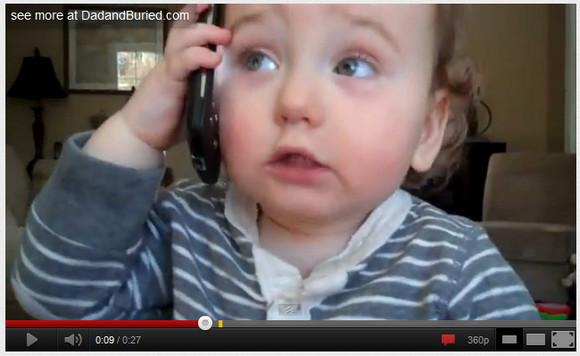 スマホ片手に「もひもひー」と電話マネッコする赤ちゃん動画が激カワなのら!