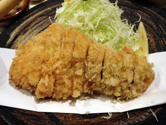 何もつけなくても美味いカツ! 高田馬場の名店「とん太」のとんかつは文句なしの至高レベル