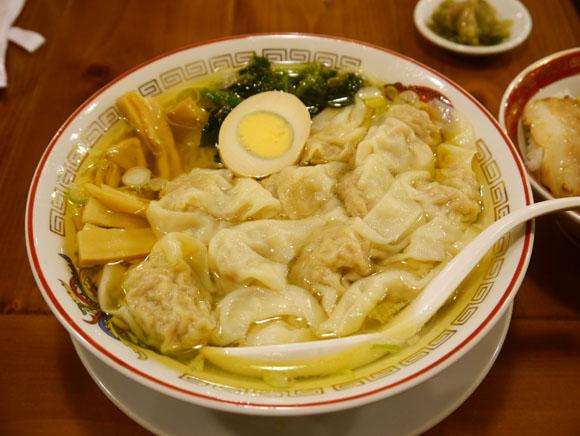 女の子が包んでくれる「ワンタン」で体も心も温まる! 寒い日のワンタン麺は最高