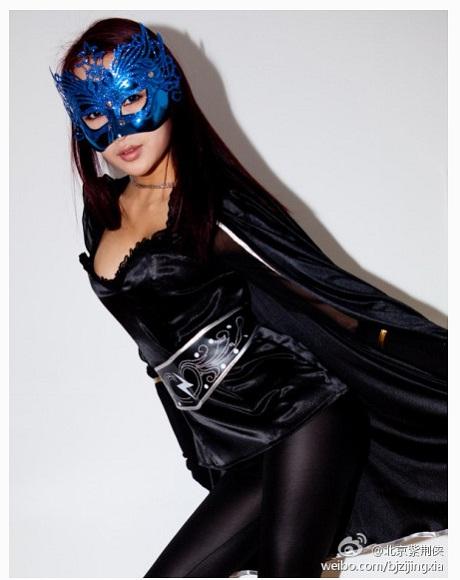 香港で話題のセクシーヒーロー「レディ・バウヒニア」が北京にも参上! / 今度は10代という噂も