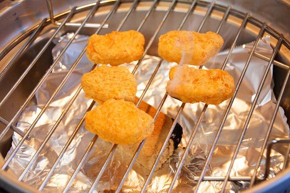 チキンマックナゲットを燻製にすると激ウマ! 余分な水分が抜けスモーキーな香りが加わり最高の味に
