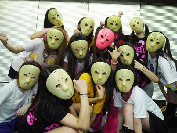 ジェイソンマスクを被ったアイドルグループ「アリス十番」のライブがすごい! ファンの熱意はさらにすごい!!