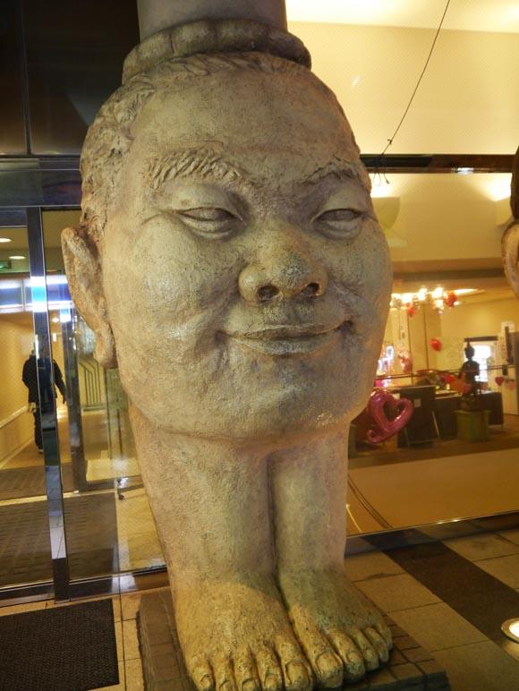 【なんでやねん】大阪でインパクト絶大な「顔像」発見や~!!
