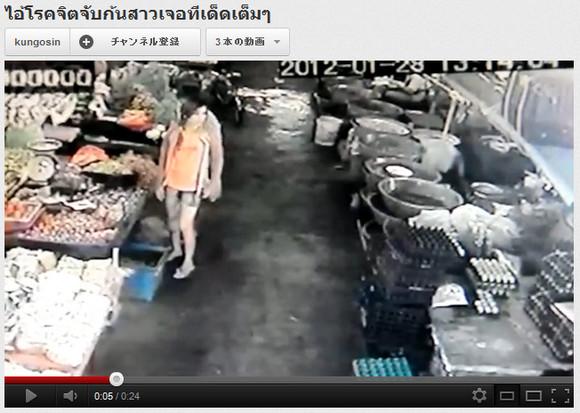 タイの市場ですれ違いざまに美少女のケツを触った男が強烈なセクシー前蹴りで倒される動画が話題に