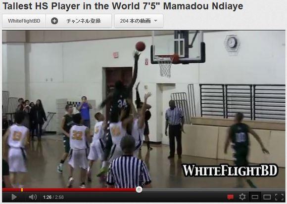 2メートル28センチという驚異の高身長を誇る高校生がバスケで大活躍! ユーザー「これはズルイ」