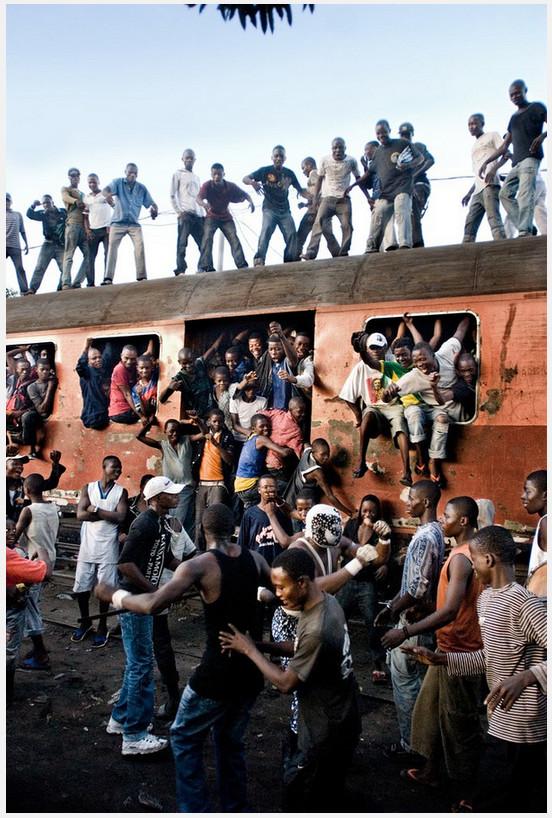 ワイルドすぎる! アフリカ・コンゴ民主共和国のプロレスが激アツのもよう