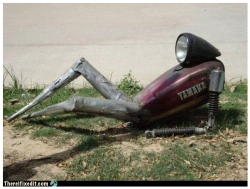 めっちゃセクシーに横たわるバイクパーツが激写される