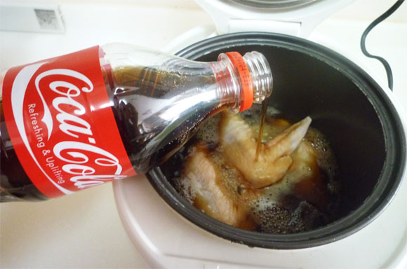 コーラと鶏肉を炊飯器にブチ込む! アッという間に照り焼きチキンのできあがり☆