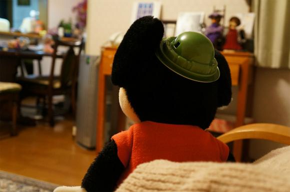 【ザクとうふ】 ザクの容器を帽子代わりにすると結構似合ってしまう件