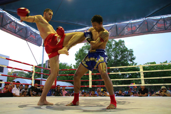 タイにはムエタイがタダで観戦できる時期がある / 日本人を含む外国人選手が参加しまくりで激闘!!