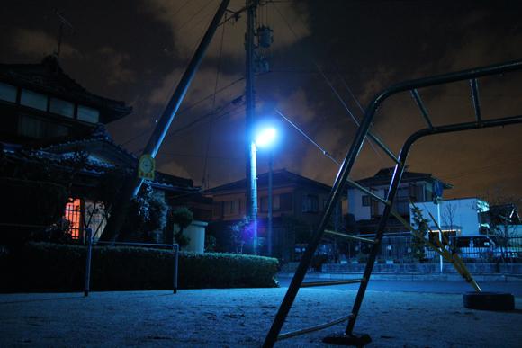 夜の異次元「青い街灯」写真館