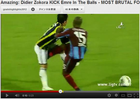 【衝撃サッカー動画】サッカーボールを蹴るつもりが相手のボールを蹴りあげてイエローカード