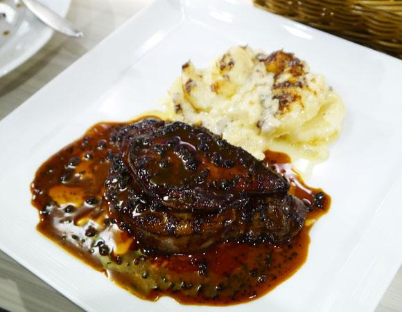 【激ウマ】極上牛フィレ肉 + フォアグラでたったの1280円!! ステーキハウスじゃ絶対に太刀打ちできないレベルの「格安フレンチ」がオープン