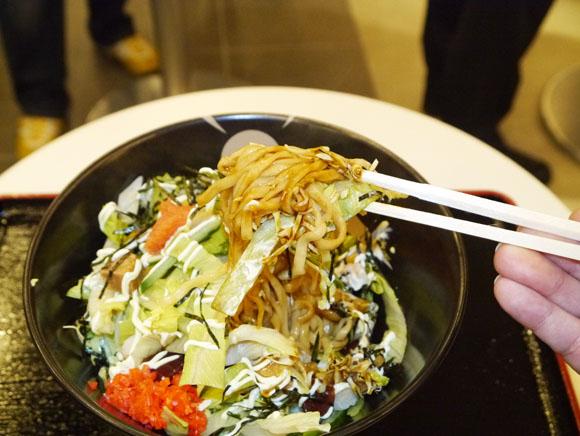 炭水化物 + 炭水化物! 老舗ラーメンチェーン『一風堂』のもんじゃ麺が斬新すぎる!!