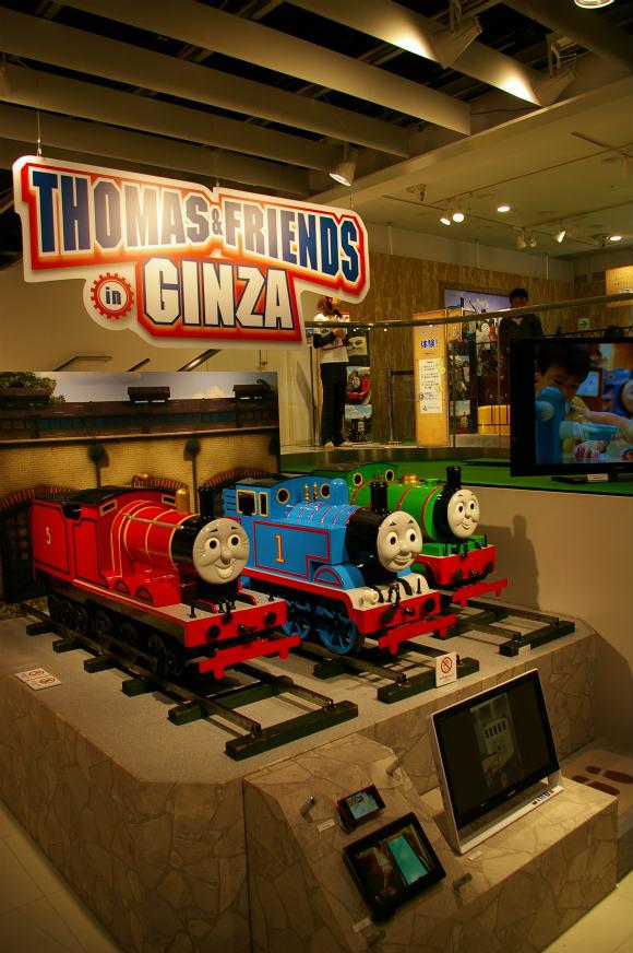 【パパママ&鉄道好き必見】銀座ソニービルがトーマス一色! ぜんぶ無料で遊べて最新デジイチ『α57』も体験できるぞ