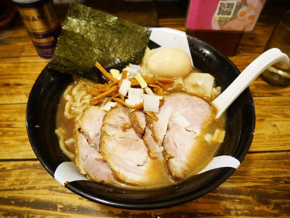 一杯に50匹もの煮干を使ったこだわり煮干ラーメン / 東京・新宿『凪』