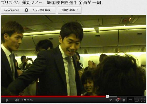 オーストラリア戦後の帰国便でサポーターたちに挨拶して回るサッカー日本代表が素敵すぎると話題に