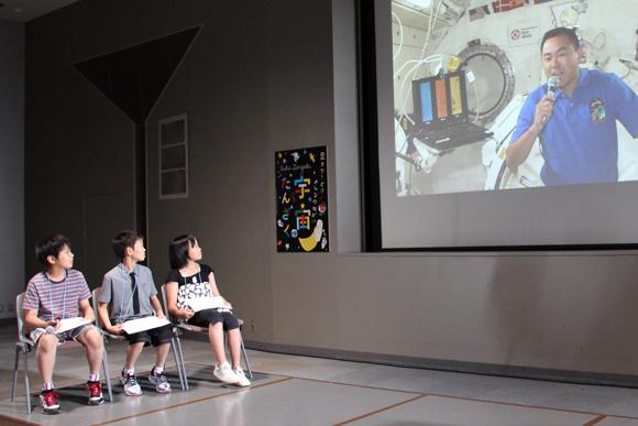 宇宙の食事で人気ナンバーワンのメニューとは? 国際宇宙ステーションに滞在中の宇宙飛行士・星出さんと福島の子どもたちが交信して「がんぱっぺ!」