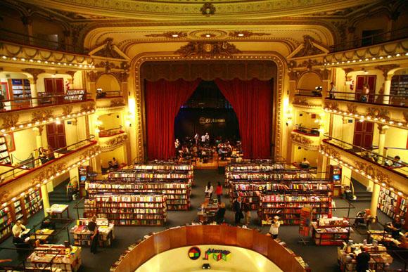 本を読む環境としては最高にぜい沢! 元劇場の書店『エル・アテネオ』に行ってみた