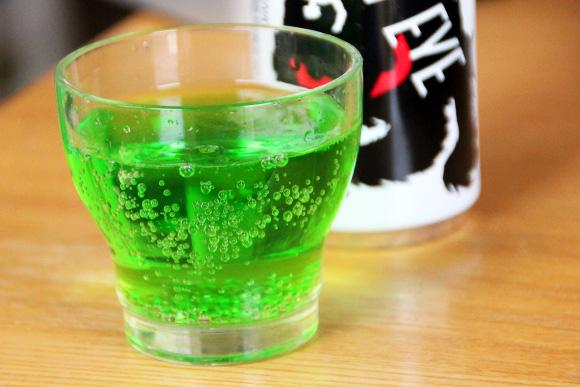 強烈な緑色! なかなか売っていない日本産エナジードリンク『ビーストアイ』に軽い衝撃を受けたッ!!