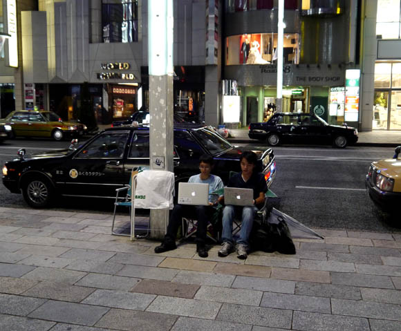 【iPhone5】東京・銀座ソフトバンクショップにはすでに行列がッ!! ビッグウェーブさんは不参加