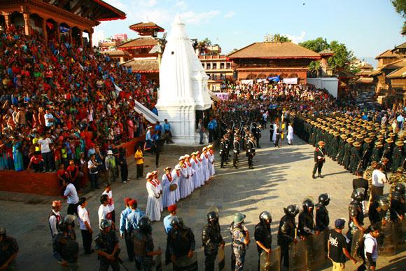 ネパールの大祭で生き神「クマリ」の撮影に成功! ネパール人「運が良くなり幸せが訪れる」