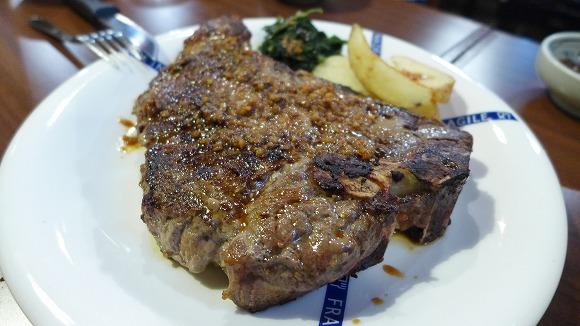 沖縄県民は焼肉を食ったあとにステーキ屋で二次会をするらしい / 巨大ステーキと焼肉を一度に楽しめる『牛屋』は地元民も納得のウマさ
